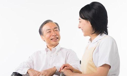 傾聴、受容、個別化…医師・看護師・薬剤師や介護福祉士などの介護職が身につけたいコミュニケーション技法